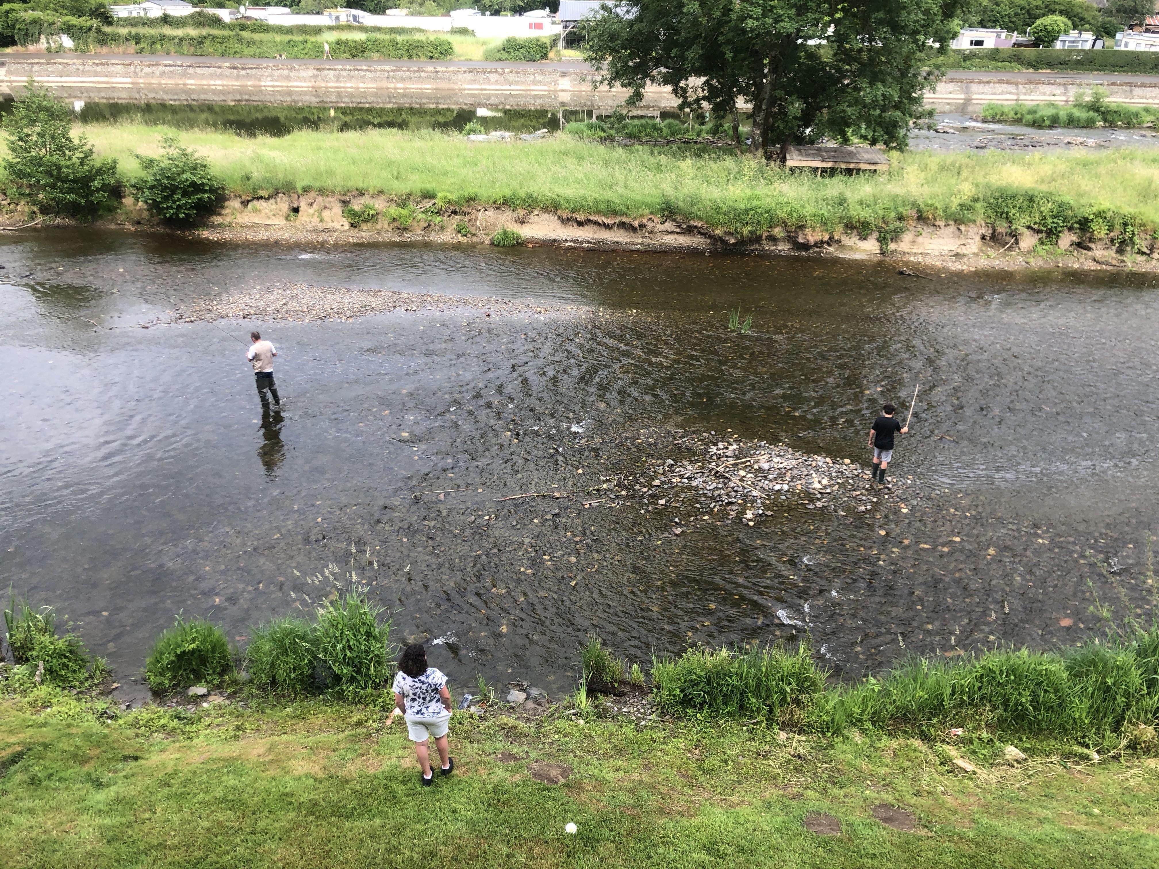 endroit de pêche (permis obligatoire) devant les appartements
